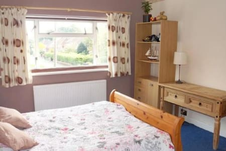 Spacious warm home & comfy double bedroom - Maison