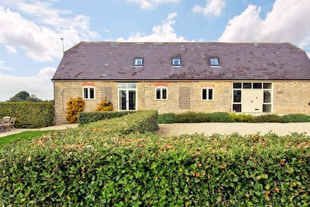 A Charming Cotswold Barn Conversion-beautiful spot - Huis