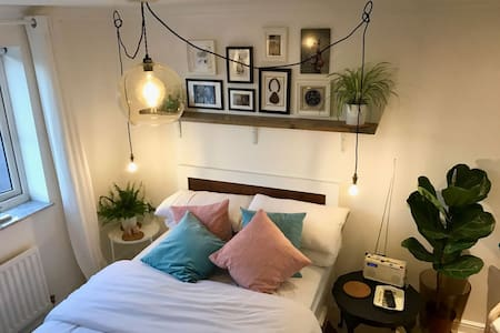 Newly refurbished, unique, quirky double bedroom - Beeston - 住宿加早餐