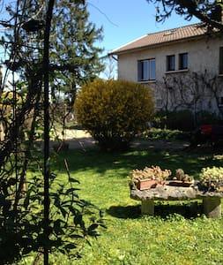 RDC Chambre calme Villa sur jardin - Hus
