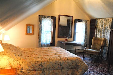 Private room w/office near Harvard - Belmont - House