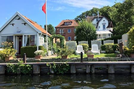 Souterrain Ferienwohnung mit Seeblick nähe Ostsee - Villa
