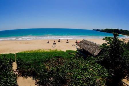 Talalla Bay Beachfront Luxury - Aamiaismajoitus