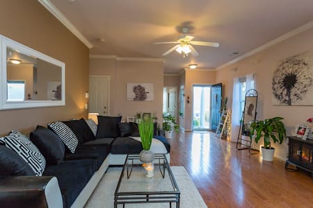 Cozy/Bright/Clean New Room in Lake View Townhome - Nashville