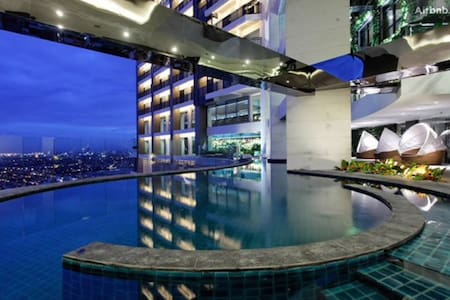 60F 1BR Penthouse sky garden Gramercy Residences - Makati