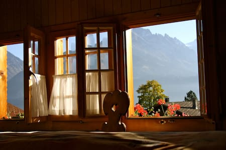 Family room with breathtaking mountainview - Bed & Breakfast
