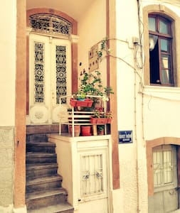 a warm and quiet place in historical city centre - Konak - Apartmen