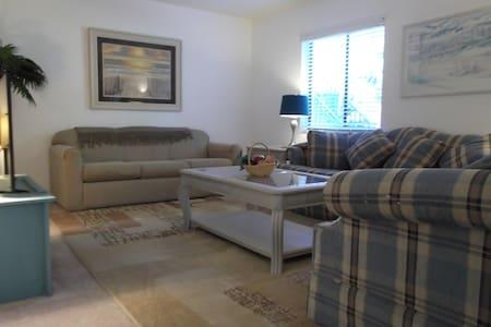 Cute and Clean Condo - Condominium