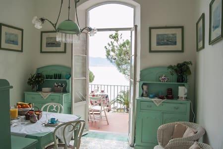 La Batteria Mary Room - Bed & Breakfast