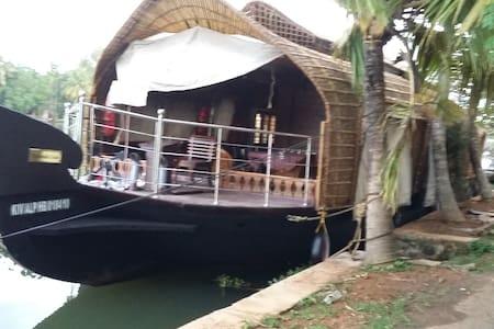 Kuttanadu cruise - Ház