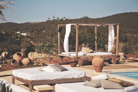 Hippy finca w/pool in Benirras - Bed & Breakfast