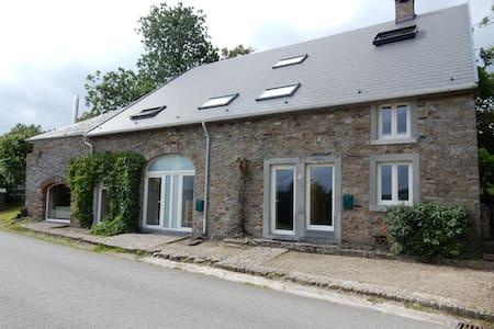 Typical Ardennes house La Roche-en-Ardenne 16p - Hus
