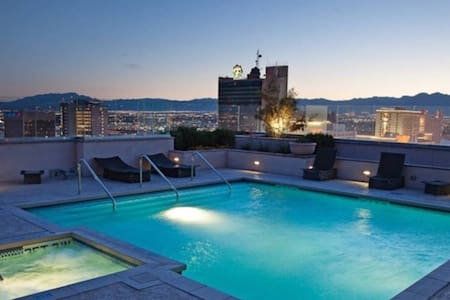 Luxury Condo at the  Fremont Street Experience - Las Vegas - Condominium
