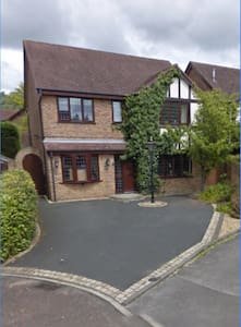 Modern 5 Bedroom Detached Home - Casa