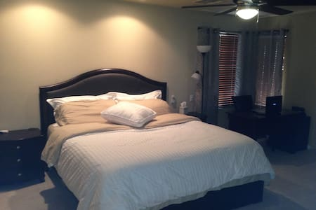 Master Room - 9 mins from Strip - Casa