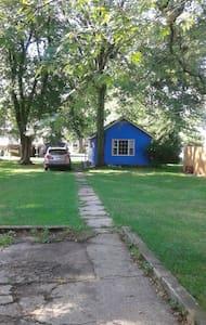 Blue Cottage - Cabin