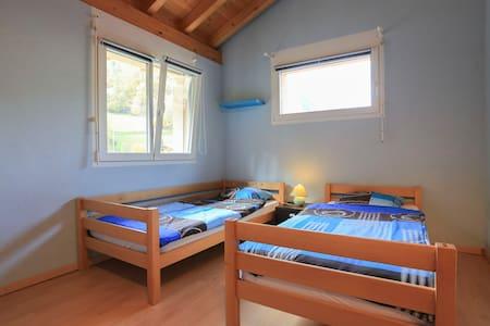 Chambre 2 lits dans villa spacieuse - Villa