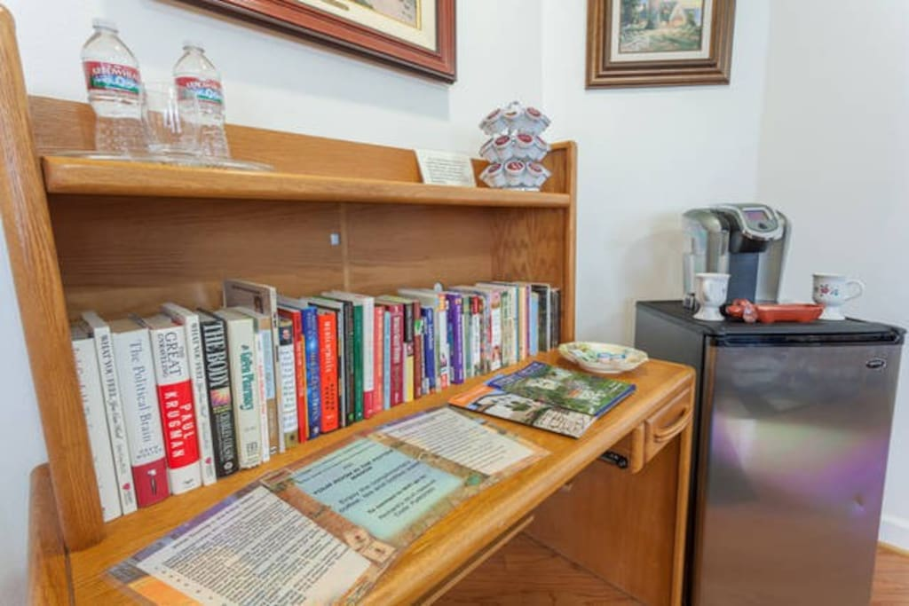 Your room also has a  mini library of trail hikes and travel destinations