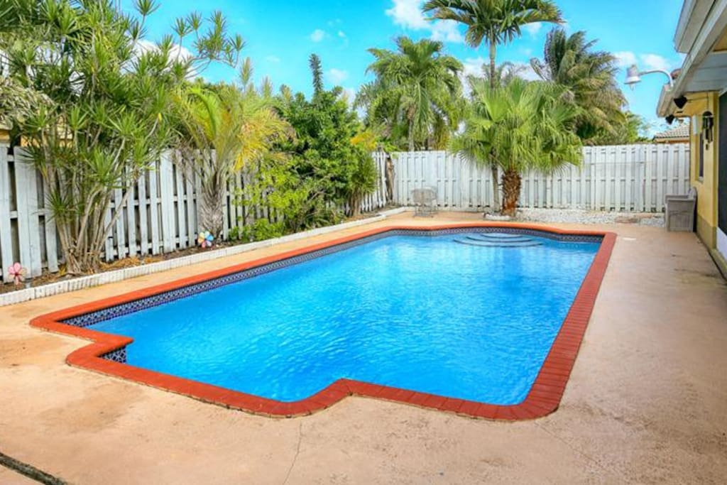 Miami  Home with BBQ and Pool (KH)
