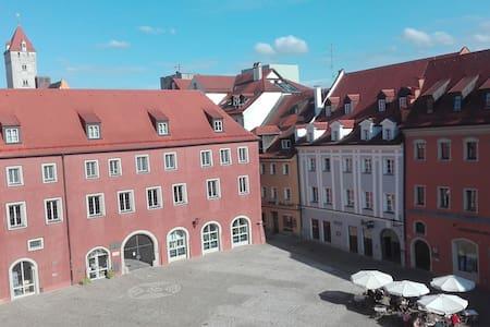 Großes Privatzimmer in der Regensburger Altstadt - Apartament