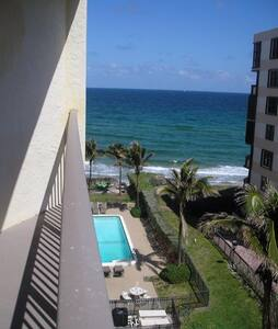 Beautiful beachfront 1 bedroom apt - Lakás