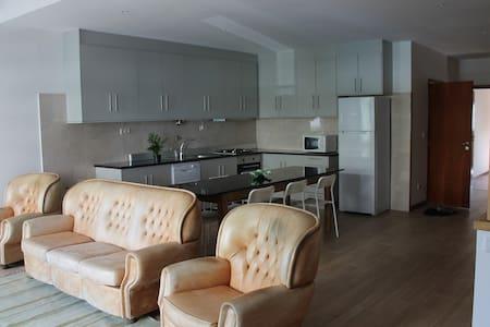 Quarto com cozinha sala de estar - Zona Histórica - Huoneisto