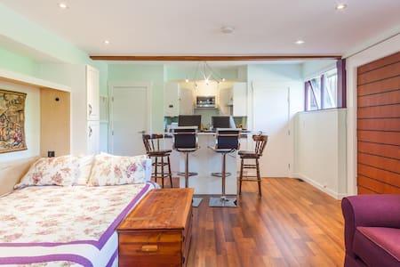 Studio Apartment Private Level Entry Sleeps 4 - Burnaby