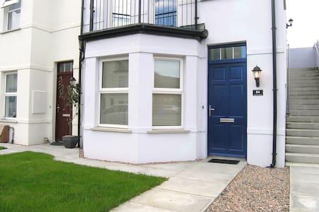 Modern 1-bed ground floor apartment. - Bangor