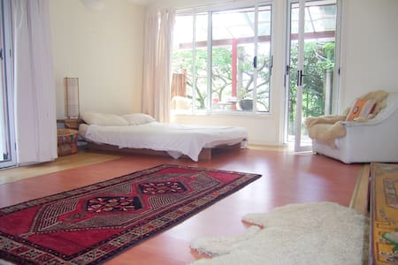 Lovely large rooms nr. Byron Bay