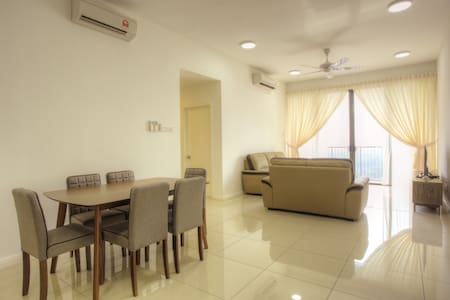 Resort Living @ WaterEdge Senibong Cove 3.3 - Lakás