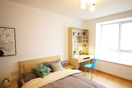 Acasa【暖春】Xujiahui Big Cosy Room Next to Metro - Apartamento