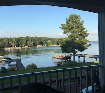 Cozy Cove on Lake Norman, Charming & Quiet, R&R - Mooresville