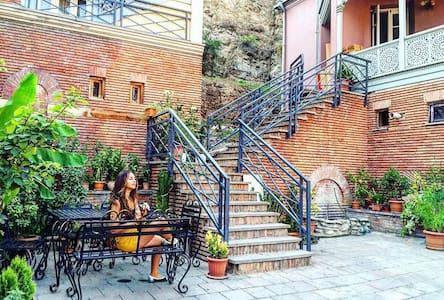Апар-ты с Верандой в Старом Тбилиси - Tbilisi - House