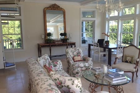 Charming Summer Cottage in Southampton Village - Southampton - House