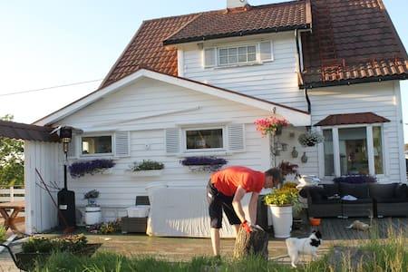Hjemmekoselig hus i Bekkjarvik - House
