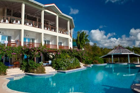 Water's Edge Cottage at Calabash Cove - Gros Islet - Bed & Breakfast