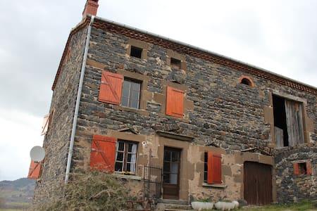 Maison en pierre à la campagne - Haus