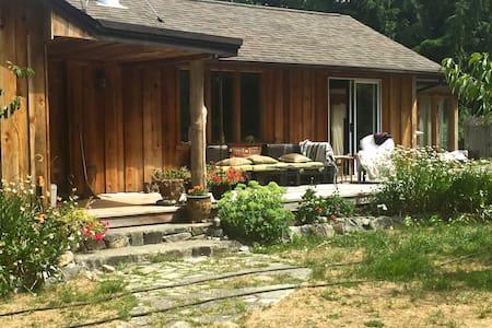 Moonhill  Home & Garden Retreat - Mansons Landing - Hus