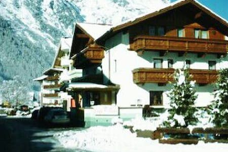 Rooms for 4/5 skiers-80m to skilift - Apartemen