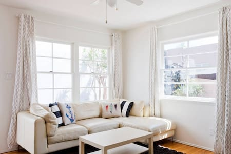 Colorful 1 BR w/ Backyard Patio & Grill - Marina del Rey - Loft