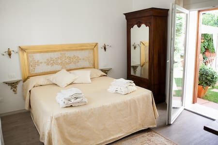 Domus Socolatae Charming B&B - Deluxe Suite - Follonica - Bed & Breakfast