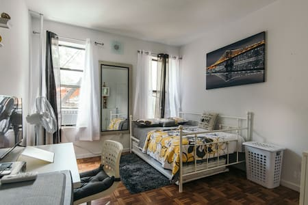 Large room, Outdoor Patio, Great Host, Safe Area! - Brooklyn - Apartment