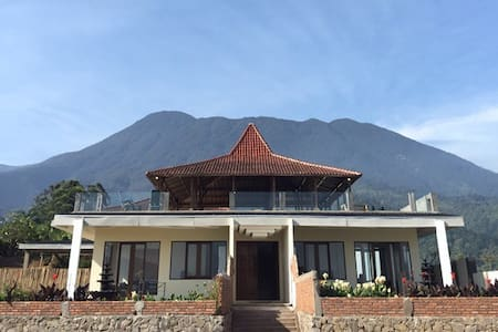 Villa Eaden Superior - Cisarua