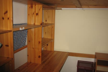 Zimmer in der ältesten WG von Wien - Appartamento
