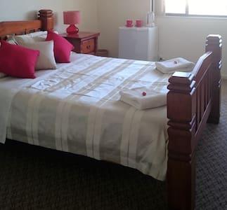 Room 6 Bridge (Spa) - Rockingham - Bed & Breakfast