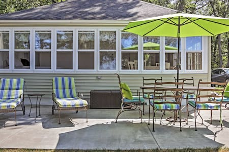 Classic 2BR Beachfront Cottage - House
