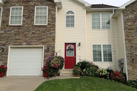 Entire 2nd floor of large upscale new townhome - Wilkes-Barre
