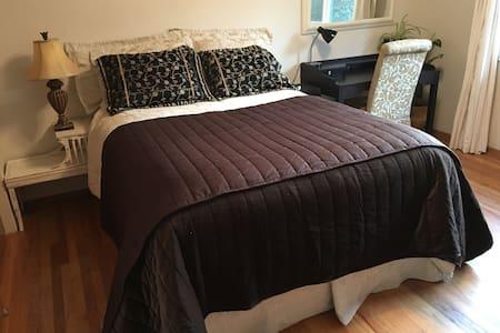 Clean Bedroom in Quiet Los Altos - Los Altos Hills