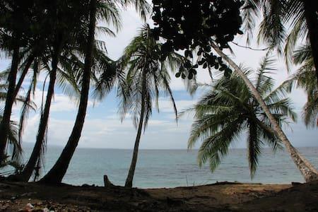 Alojamiento a pocos metros del mar - La Ceiba - Casa