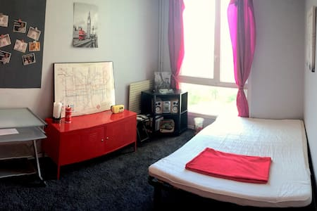 Quiet room + double bed in a nice apartment - Apartament